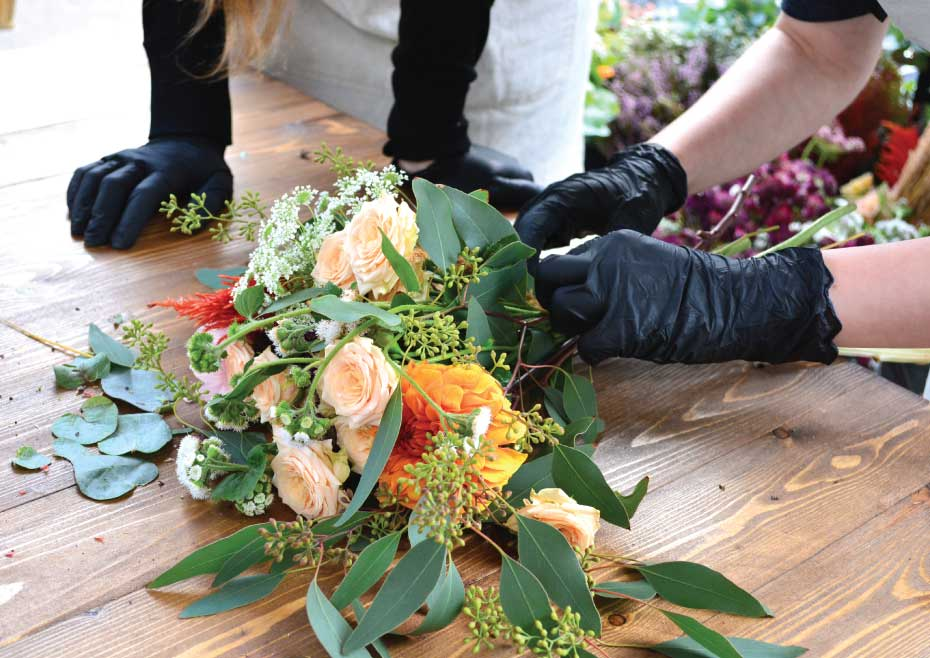 Create A Mixed Floral Arrangement For Sister S Birthday Pickupflowers Com